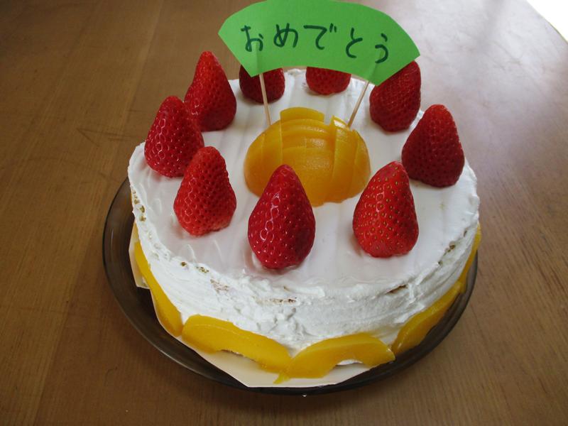お誕生日ケーキは好きな果物で